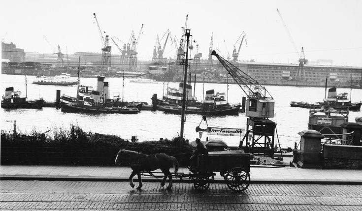Hamburg Liebe in alten Bildern aus den 50ern und 60er von Thomas Grebe - Hafen und Pferdekutsche