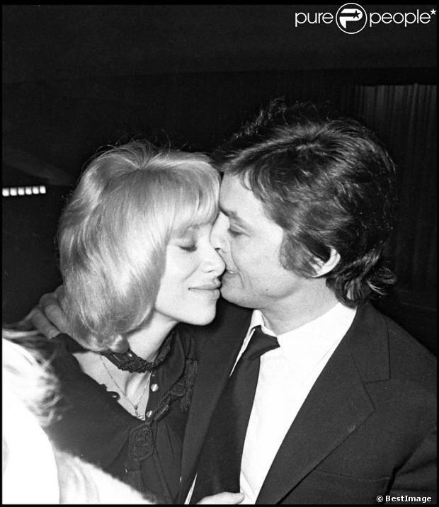 Mireille Darc et Alain Delon ont vécu une belle histoire d'amour pendant près de 25 ans. Paris 1971