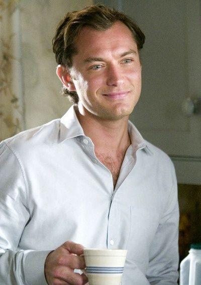 Coffee : Jude Law http://legjobbkave.hu/igy-kaveznak-a-sztarok/