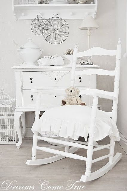 Love this timeless look. Achieve a similar look with #AVFP #ChantillyWhite
