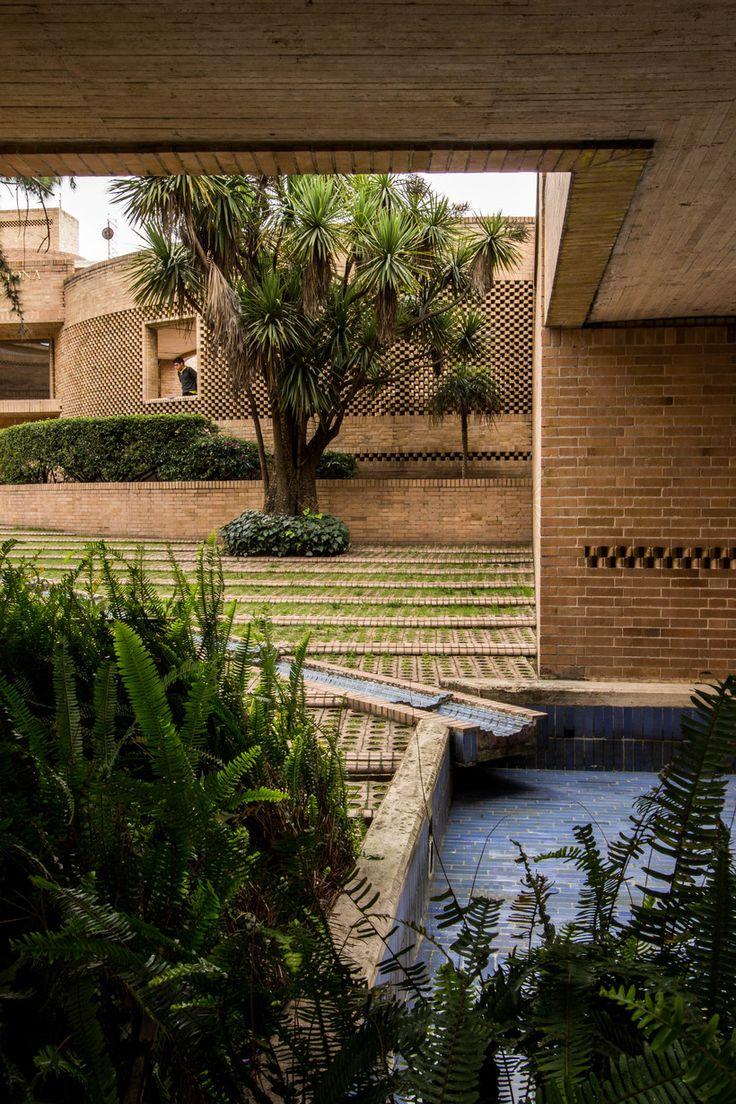Facultad de Ciencias Humanas de la Universidad Nacional de Colombia, Bogotá | Arq. Rogelio Salmona 1995 2