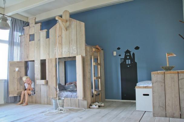 Hochbett für Kinder aus Gerüstholz