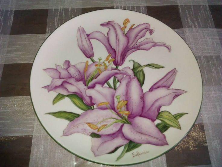 Piatto Porcellana Lilium Porpora : Arte della ceramica di artemi