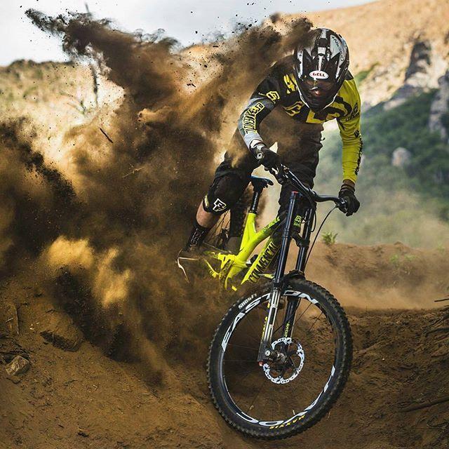 Downhill Wallpaper: Best 25+ Mountain Bike Action Ideas On Pinterest