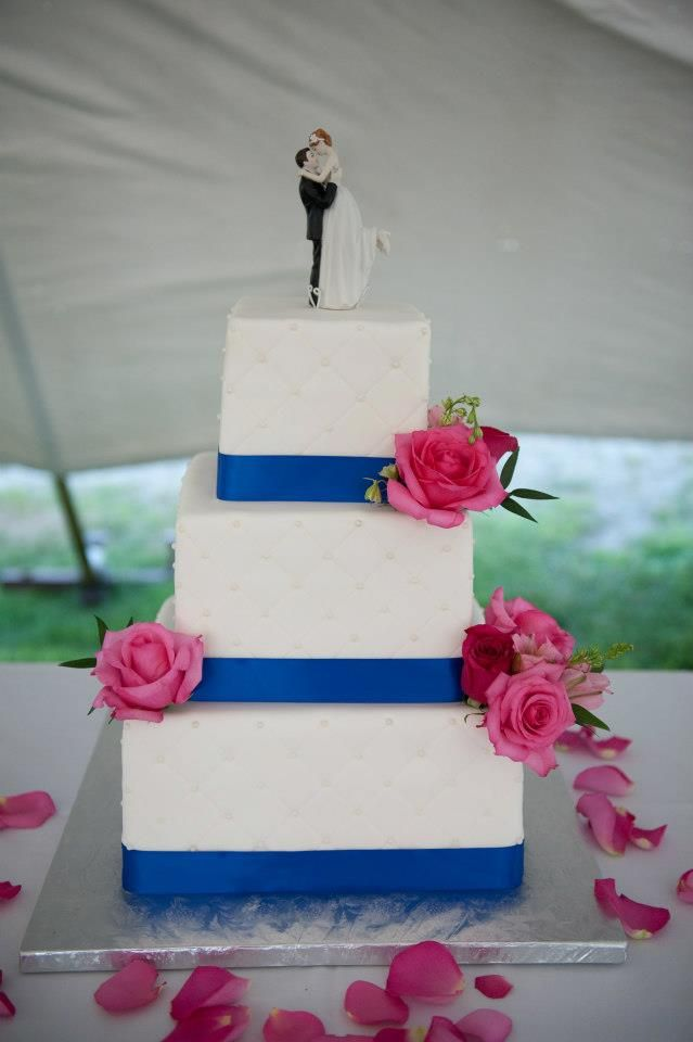 Hot Pink Roses With Royal Blue On Wedding Cake A Perfect Compliment