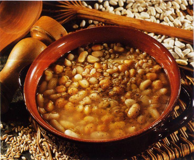 """MESCIUA in Spezzino significa """"mescolanza"""" zuppa di legumi e cereali, ammollati e cotti con diversi tempi poi uniti in un'unica pietanza, con olio evo, pepe e sale. Pare spesso si rompevano i sacchi e gli scaricatori venissero pagati in natura #ItalianFood #cucinaitaliana #piattiitaliani #piattitipici #piattitipiciregionali #Gourmet #Foodie #FoodBlogger #CarnevaliLuigi  https://www.facebook.com/terreLAMBRUSCO/?fref=ts https://twitter.com/luigicarnevali…"""