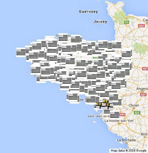 Voici les communes de Bretagne qui affichent le drapeau breton devant la mairie, aux côté des drapeaux français et européen. Recensement lancé par Bretagne Réunie en février 2015. Il y a 1491 communes en Bretagne. L'ensemble des communes de Loire-Atlantique a été couvert, 35 d'entre elles arborent le GHD.