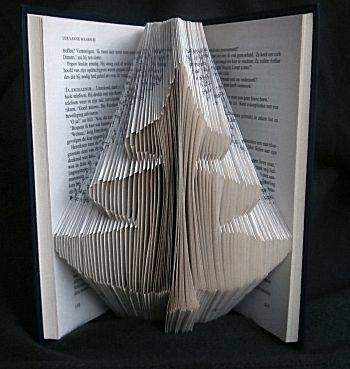 Boekvouwkunst kerstboom - Leuk om te vouwen met patroon en uitleg.
