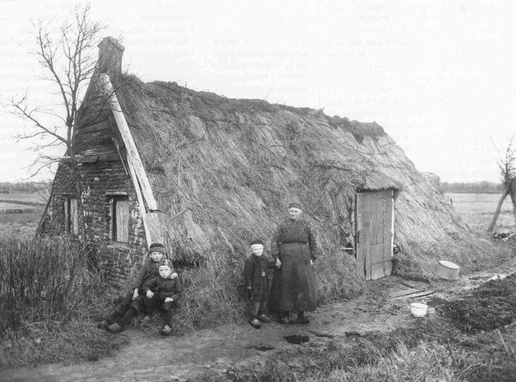 Wat een armoede toch.® Plaggenhut in Drenthe, 19e eeuw.