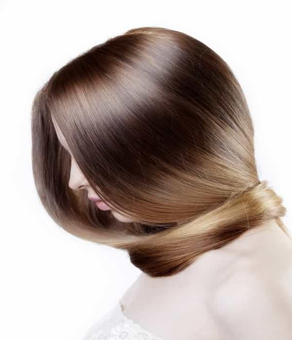Hay muchos productos profesionales de peluquería capaces de devolver a nuestro cabello a un estado óptimo.
