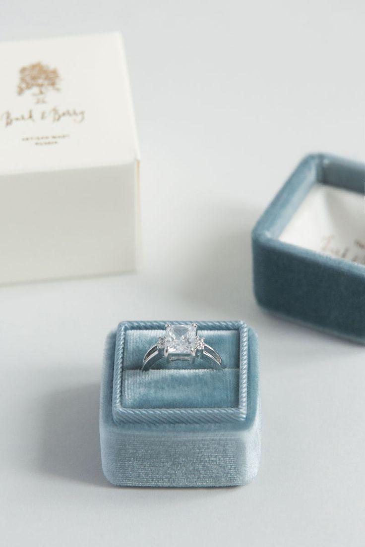 Velvet ring boxes  Бархатная шкатулка с монограммой для кольца ручной работы. Вы можете заказать в Москве индивидуально из натурального шелкового бархата