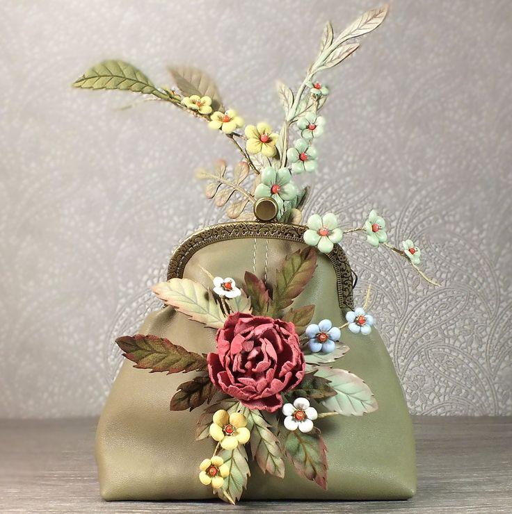 Купить Пионовый Хмель. Косметичка и брошь из натуральной кожи - оливковый, коралловый, цветочный, подарок, косметичка