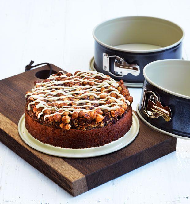 En blød og saftig skærekage med lækker smag af appelsin og en knasende sprød nødde-karameltop.