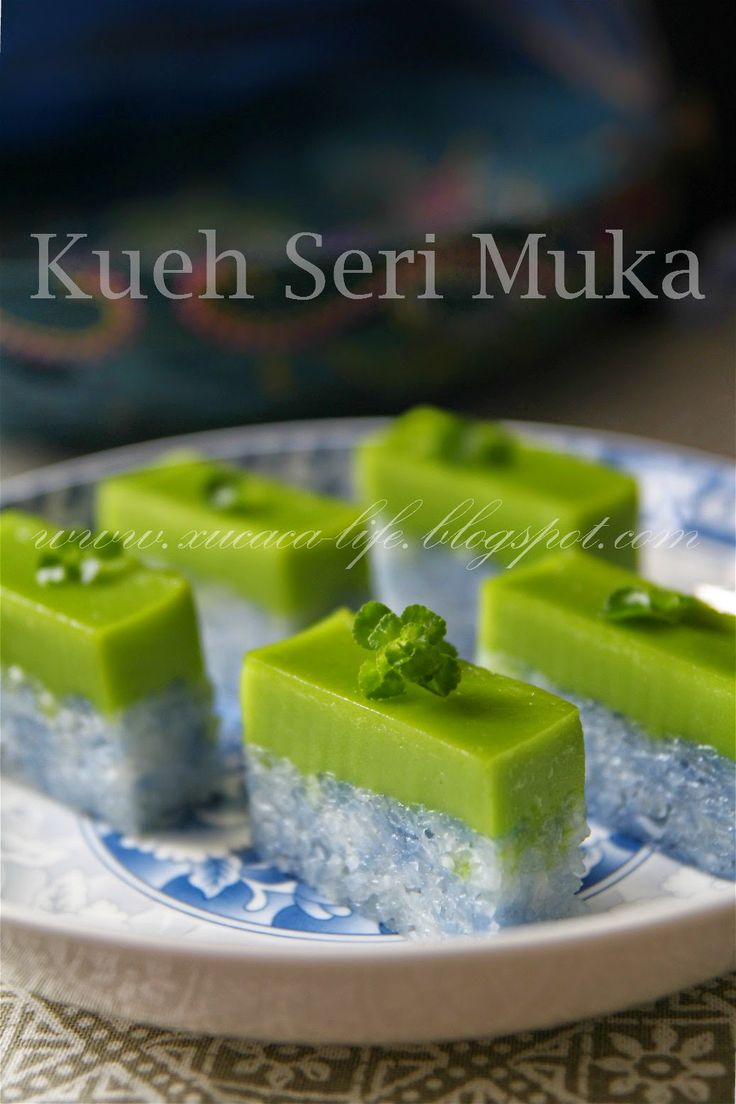 Butter . Flour & Me 爱的心灵之约: 双层蓝花糯米糕 ( Kueh Seri Muka )