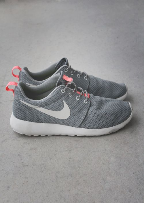 womens nike roshe run slip grey pink