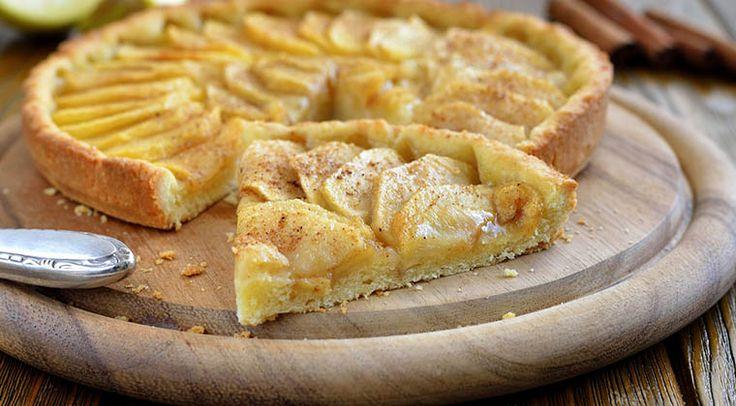 Tarte de maçã clássica! Uma verdadeira delícia que podes fazer em casa! - http://www.sobremesasdeportugal.pt/tarte-de-maca-classica-uma-verdadeira-delicia-que-podes-fazer-em-casa/