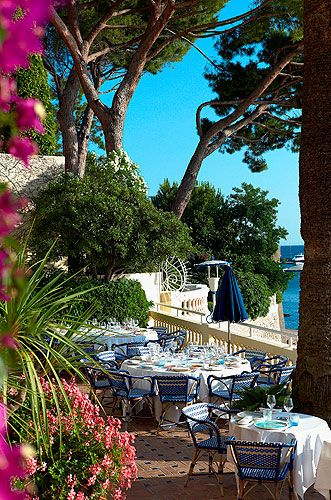 Hôtel Belles-Rives - Small luxury hotel on the waterfront in the French Riviera town of Juan-les-Pins.