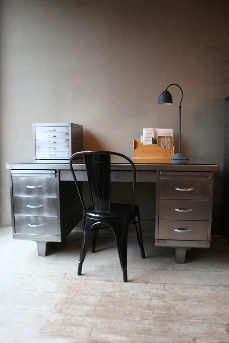 best 25 industrial office desk ideas on pinterest pipe desk industrial pipe desk and. Black Bedroom Furniture Sets. Home Design Ideas