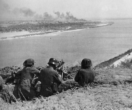 German field marshals worldwartwo.filminspector.com German machine gun troops Don River