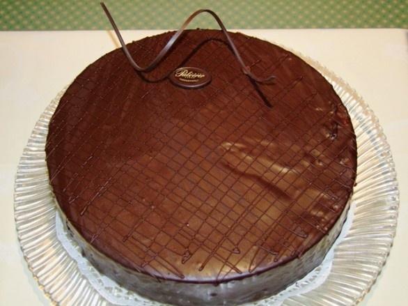 Sacher Torte  - österreichische Tortenkunst für Schokoholiker - hier gehts zum Rezept http://www.loystubn.at/blog/loystubn/pulverers-sachertorte