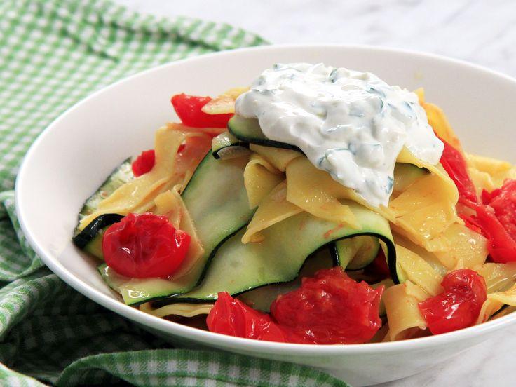 Zucchini- och tomatpasta med ricottakräm | Recept från Köket.se