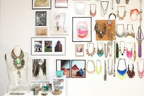 Bedroom tour: Find out how one college student decorates her space with her extensive jewelry collection»