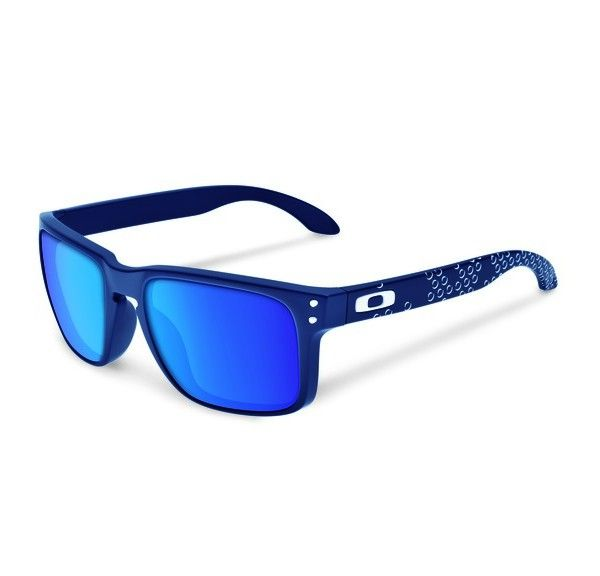 OAKLEY Holbrook Matte Blue Sapphire Iridium napszemüveg. Egy igazán nem mindennapi külsejű Oakley napszemüveg, mely a színek kedvelőinek kedvence lehet! A különleges technológiával készült lencse megvédi a szemet a káros sugárzásoktól. OLVASS TOVÁBB!