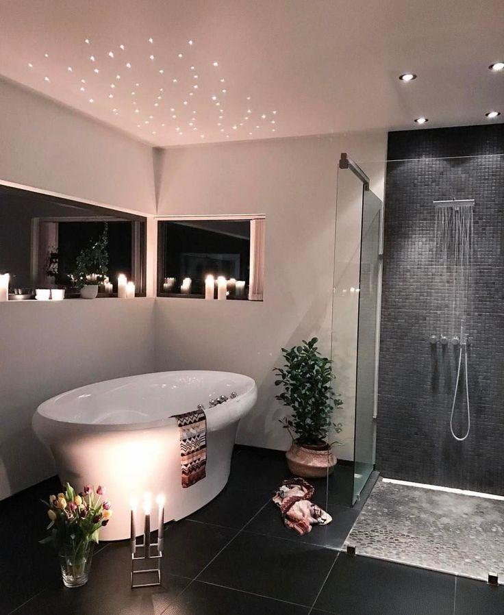Zeit zum Entspannen in der Wanne. Inspiration für das Badezimmerdesign: #Badendesign #Badezimmerideen #Badezimmerinspiration