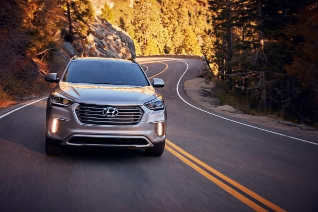 The Chicago Auto Show revealed some sleek cars, but our favorites were the newly redesigned #Hyundai Santa Fe and Santa Fe Sport! Which do you like better? http://www.nydailynews.com/autos/new-look-hyundai-santa-fe-arrives-chicago-auto-show-article-1.2528312