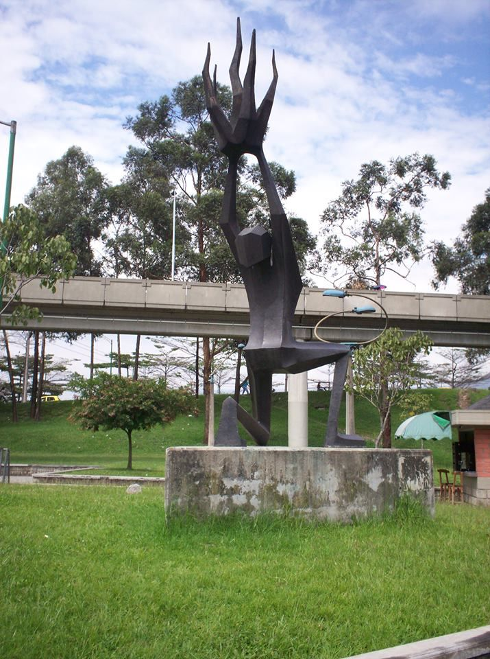Prometeo. obra de Salvador Arango. Avenida Simon Bolivar (cll. 63) x Autopista sur. Itagui