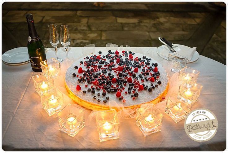 Millefeuille cake with berries. Ph Fia Forever http://www.brideinitaly.com/2013/10/fiaforever-tuscany.html #italianstyle #wedding