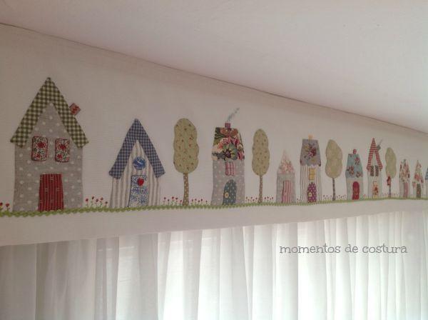 Bandó de cortina con aplicaciones de casitas