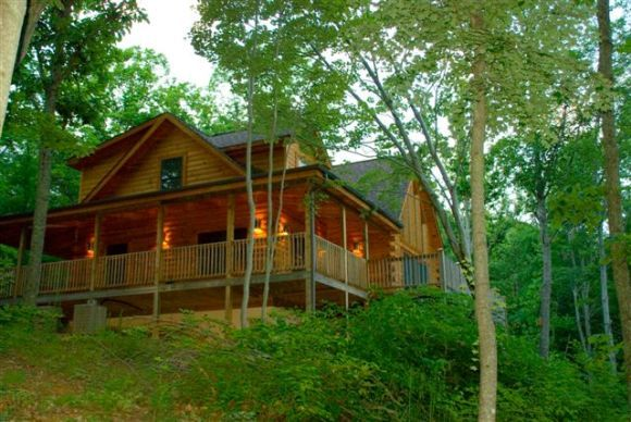 A log cabin in the woods like this.: Bears Lodges Cabins, Mountain Cabins, Bedrooms Cabins, Lodge Cabins Fever, Cabins Rental, Logs Cabins, Bears Lodge Cabins, Pigeon Forge Cabins, Dance Bears