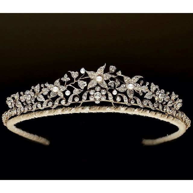 A VICTORIAN DIAMOND AND PEARL TIARA composed of a central single stone cluster on a collet and