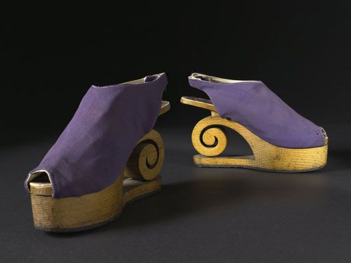 purple taffeta sandals with wooden wedge,Dunand 1941