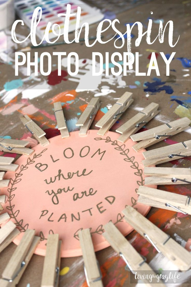 Make your dorm room a home away from home with these fun diy - Diy Clothespin Picture Display