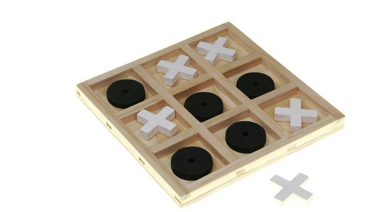El juego del Gato, o tres en línea, es muy conocido, y lo solemos jugar con un lápiz y papel. Sin embargo, para los más aficionados, o como una forma más atractiva de hacerlo, presentamos esta versión en madera, para jugar una y otra vez.