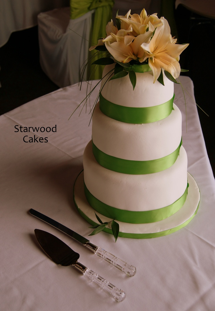 how to decorate plain wedding cake 27 best images about cakes to make on the 15679