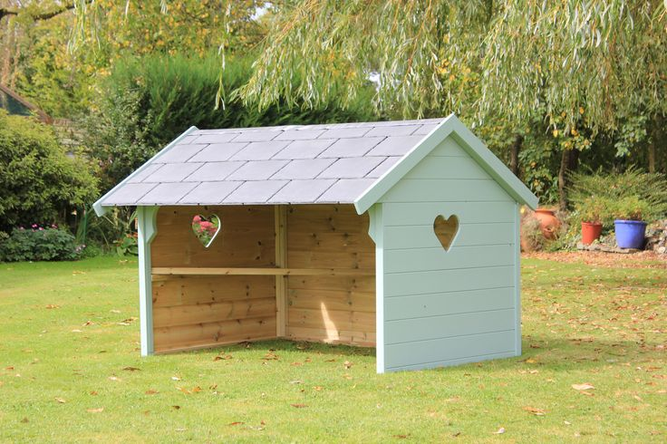 There is sheltering from the weather and then there is sheltering from the weather in style.   This is a Custom Jumbo #Chicken Shelter, with tiled roof and painted. This is how to keep your feathers dry.