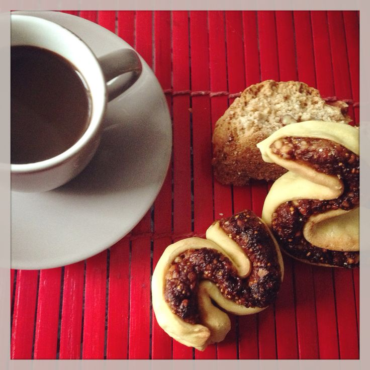 Biscotti siciliani con frutta secca e caffè