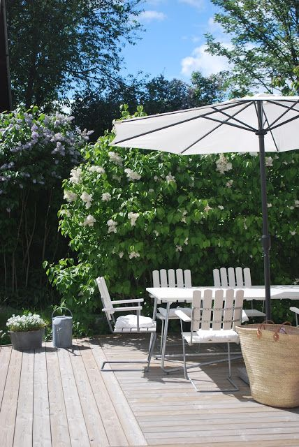 simple outdoor patio decor + white market umbrella
