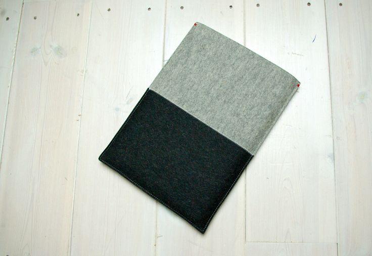 """13"""" macbook case felt AIR HOES VILT -  grijs en zwart - Macbook air 13 inch sleeve door WestermanBags op Etsy https://www.etsy.com/nl/listing/207354428/13-air-hoes-vilt-grijs-en-zwart-macbook"""