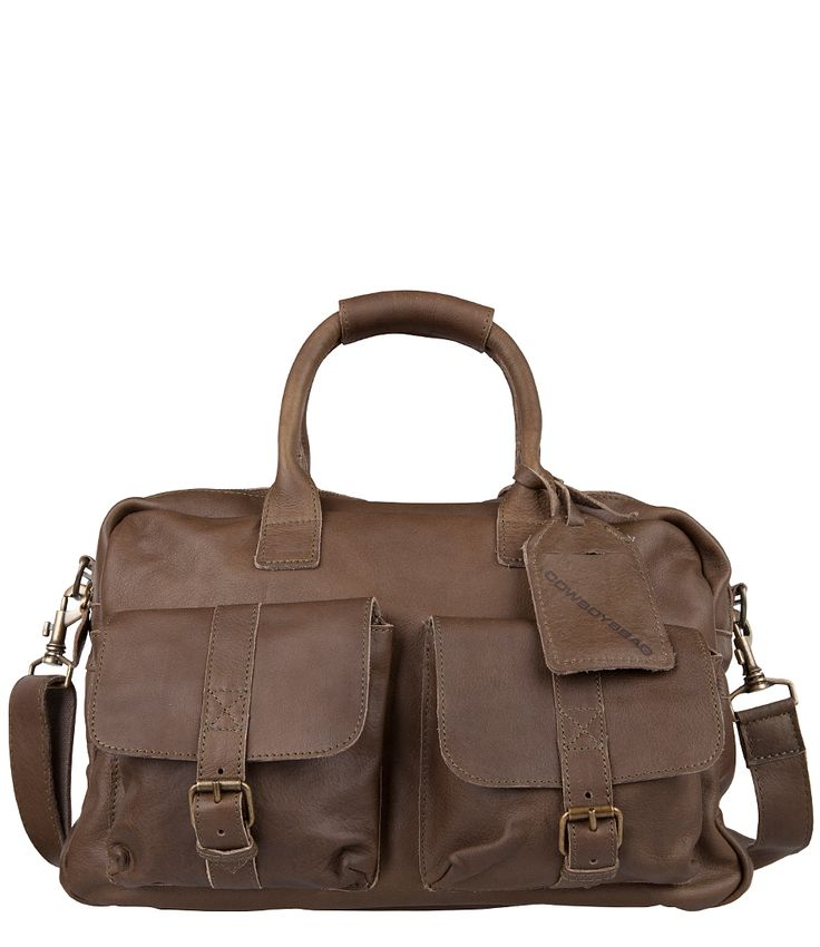 Combineer deze Cowboysbag met jeans voor een superstoere look! Deze tas wordt met de tijd alleen maar mooier dankzij het natuurlijk gekleurde leer. De tas heeft twee voorvakken met gesp een lang verstelbaar hengsel en een ruim achtervak.