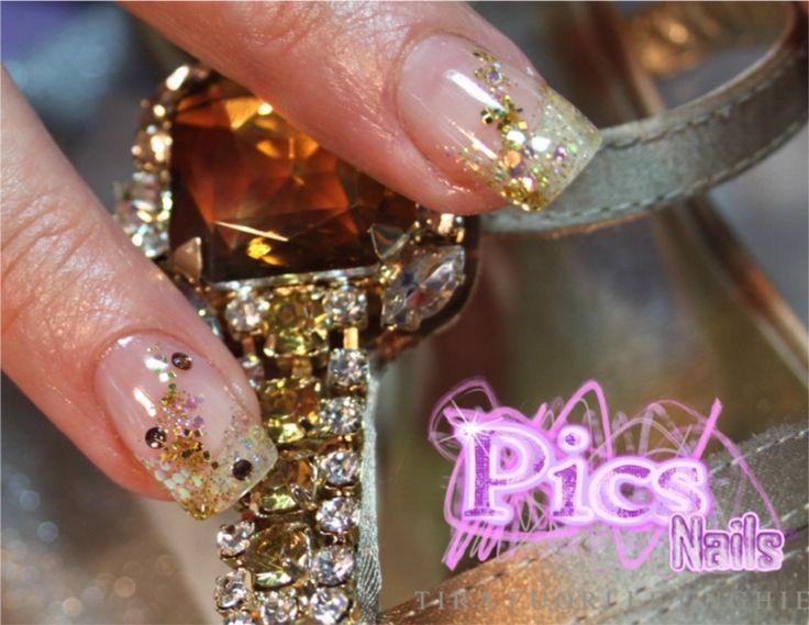 Una Nail Art Sottovetro sui toni dell'oro, per mani chic e femminili con i Prodotti Unghie Pics Nails!