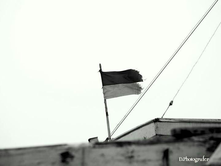 Berkibarlah Bendera Usangku