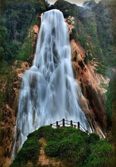 Cascada Velo de Novia en Chiapas, México Brides veil cascade in Chapas, Mexico