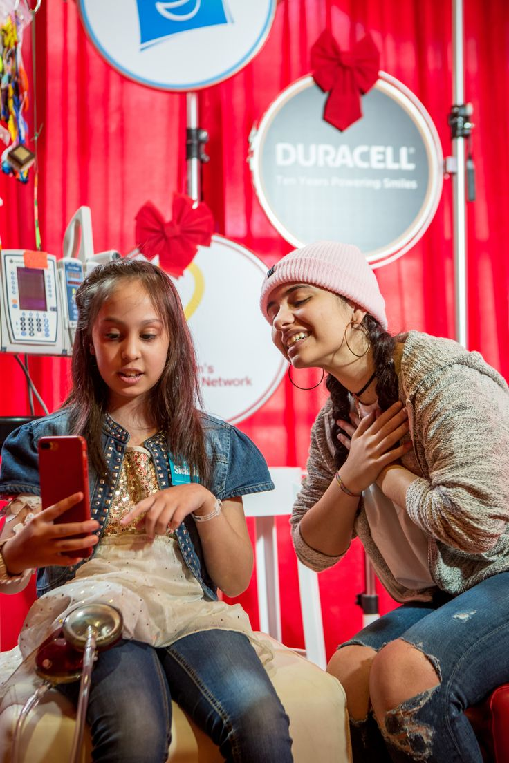 On December 19th Singer/ Songwriter Alessia Cara joined Duracell at SickKids hospital in Toronto to #PowerImagination and put smiles on the faces of some very amazing children. You can help too! While shopping for batteries this holiday season, think Duracell. For every pack of Duracell batteries purchased at Walmart Canada until Dec. 31, they will donate $1 to Children's Miracle Network. To learn more visit Duracell.com/cmn.