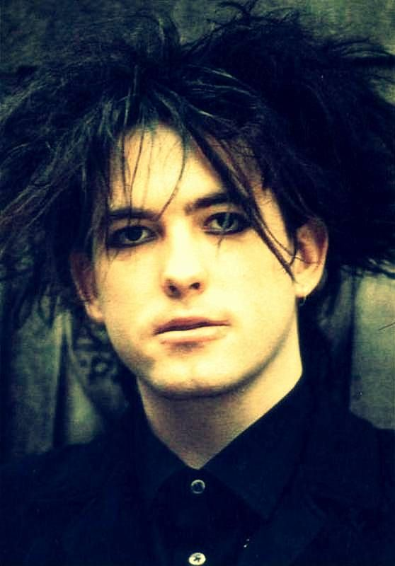Robert Smith (April 21, 1959) British guitarist, singer and songwriter, o.a. known from the bands the Cure and Siouxsie & The Banshees.