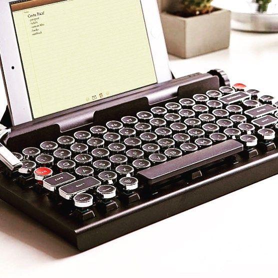 #vintage #gift #love #ipad #blog #blogger #writer #copyright #keyboard #writerlife #givemeone #takemymoney