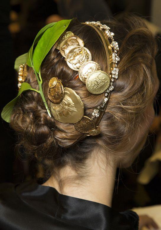 en backstage du defile Dolce & Gabbana 2014, fashion week milan printemps-été 2014 http://www.vogue.fr/beaute/en-coulisses/diaporama/en-backstage-du-defile-dolce-gabbana-printemps-ete-2014-fashion-week-milan/15348/image/846890